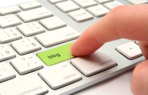 tastiera pc con scritta blog